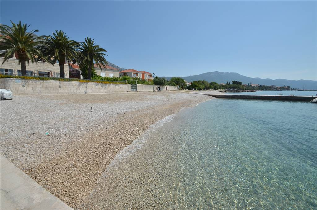 18-peblle-beach-and-bright-sea-orebic-peljesac