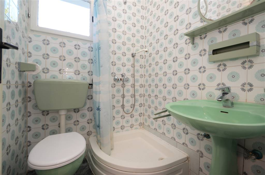 zora-apartment1-bathroom1-01