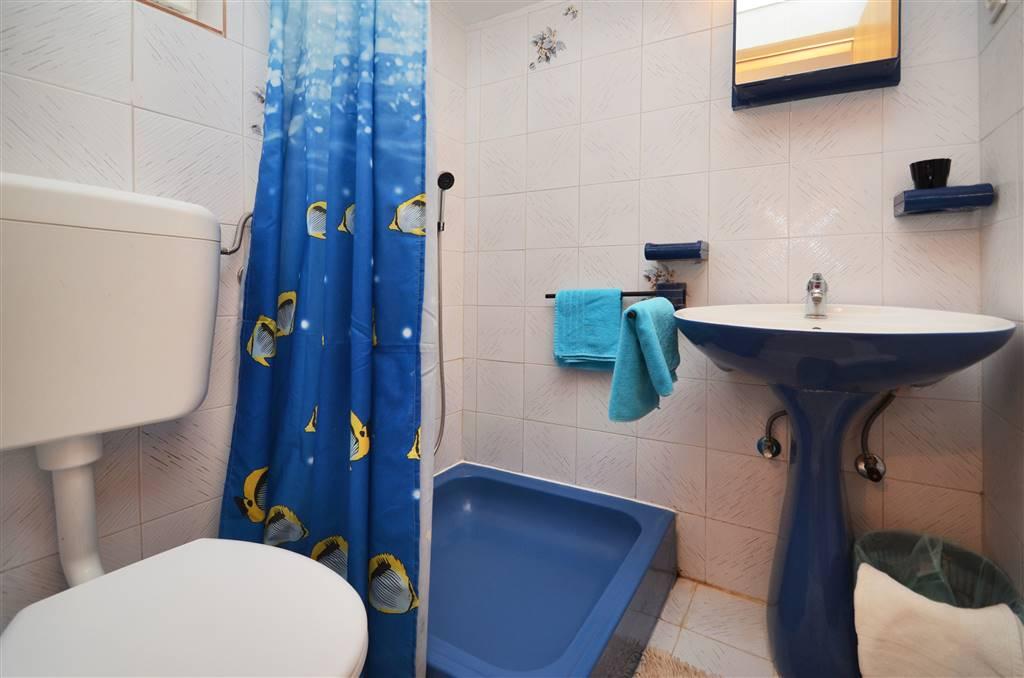 zora-apartment2-bathroom-01
