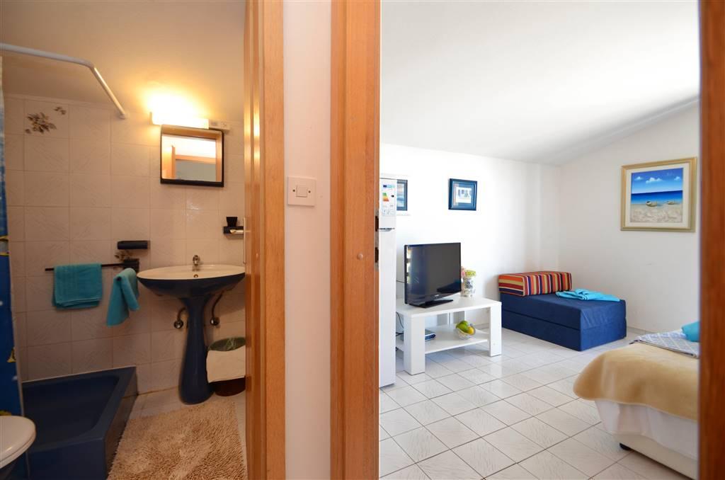 zora-apartment2-bathroom-02