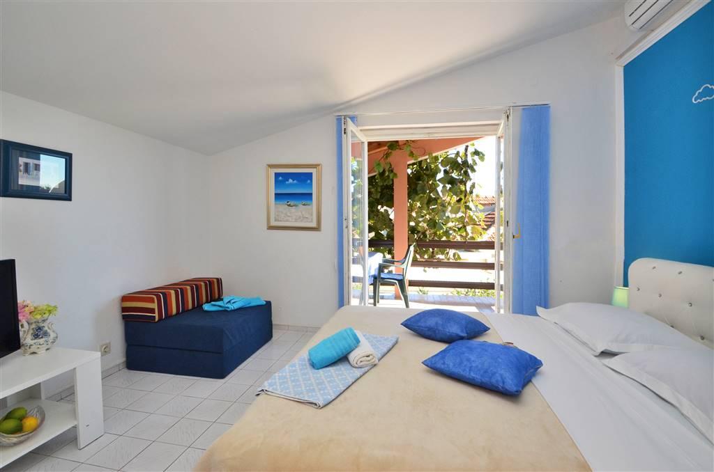 zora-apartment2-bedroom-01