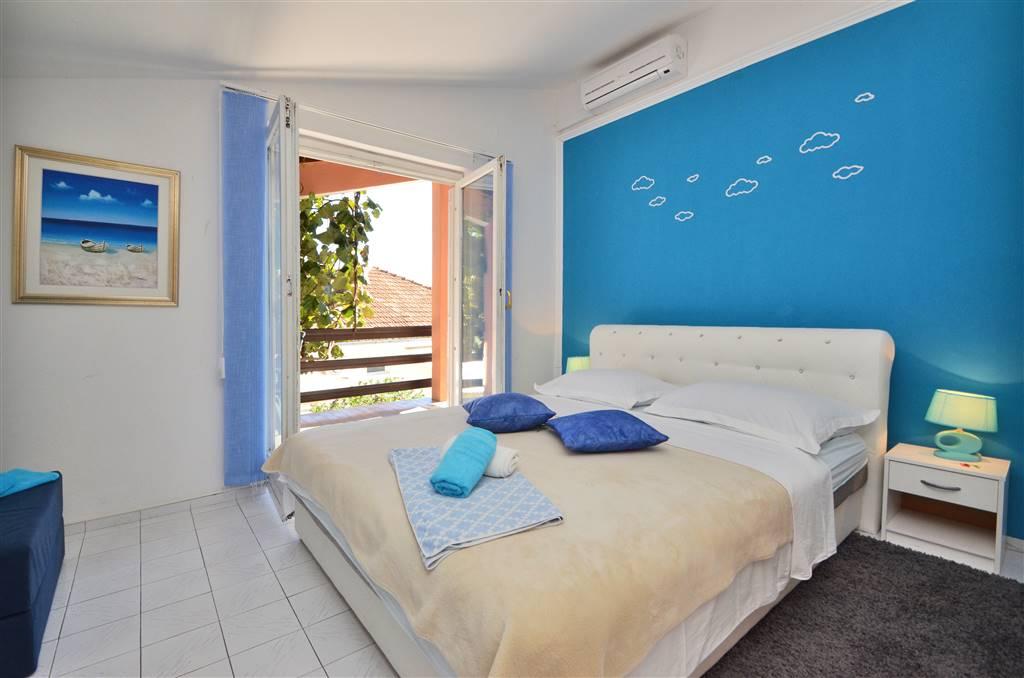 zora-apartment2-bedroom-02