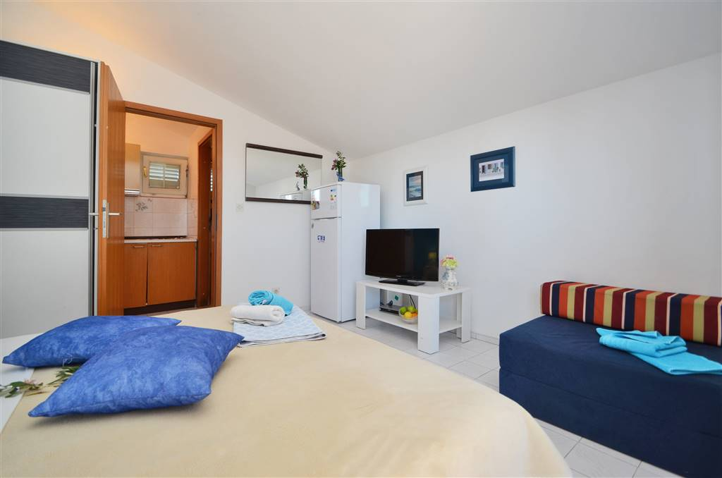 zora-apartment2-bedroom-07