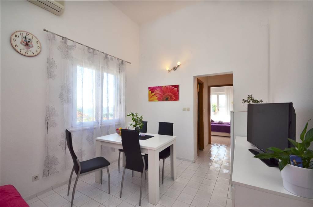 zora-apartment3-livingroom-01