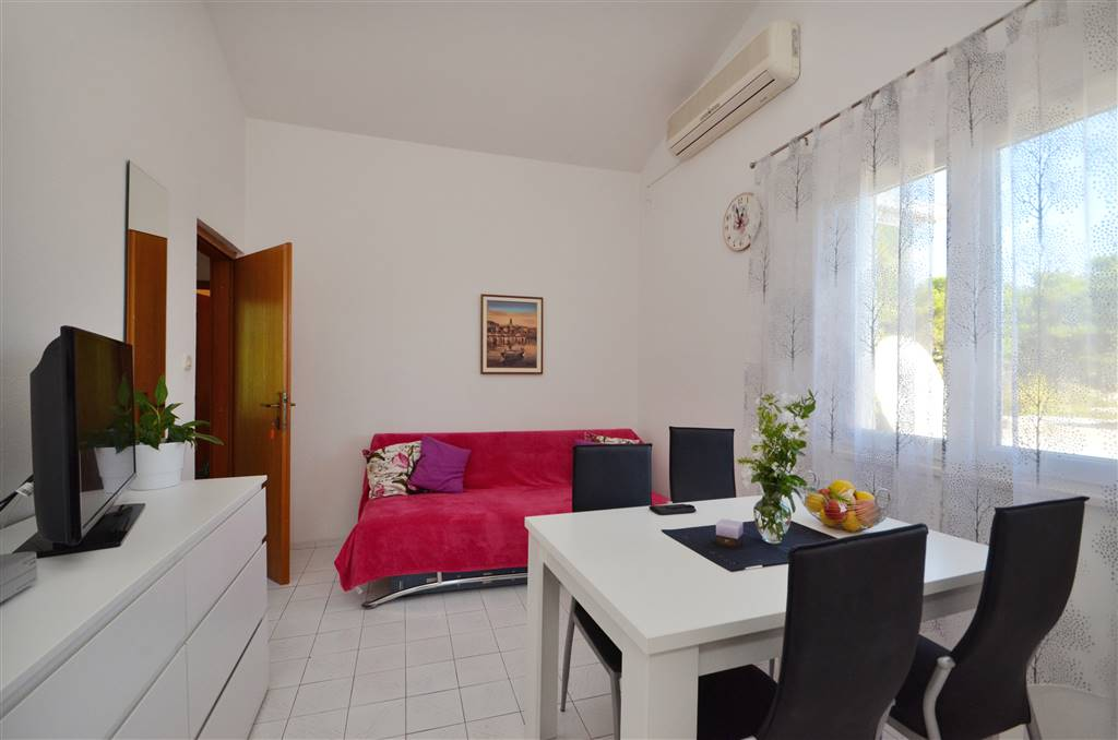 zora-apartment3-livingroom-02
