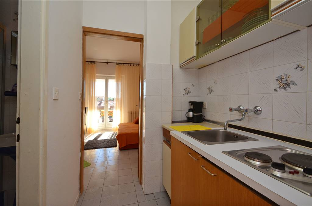 zora-apartment4-kitchen-01