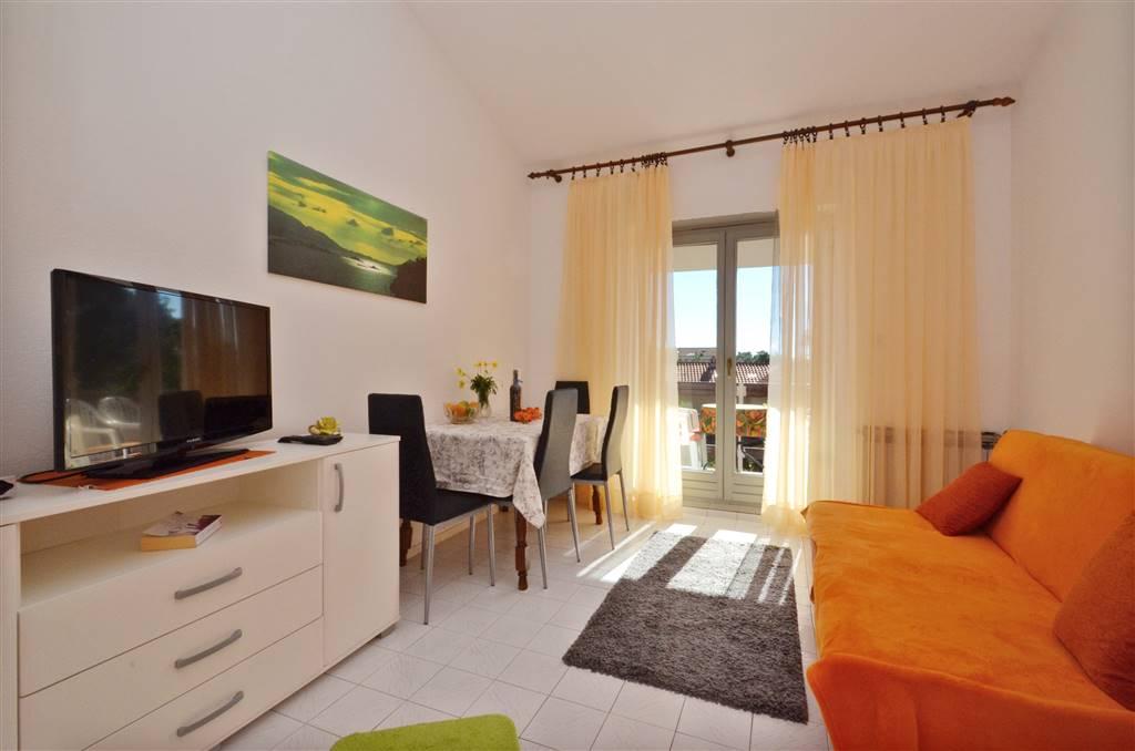 zora-apartment4-livingroom-01